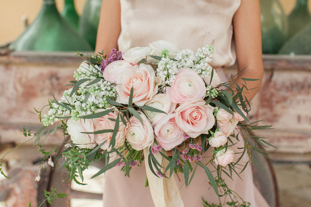 pastel pink ranunculus, peony roses, eucalyptus are the main flowers we selected with Chiara to adorn the bridal bouquet