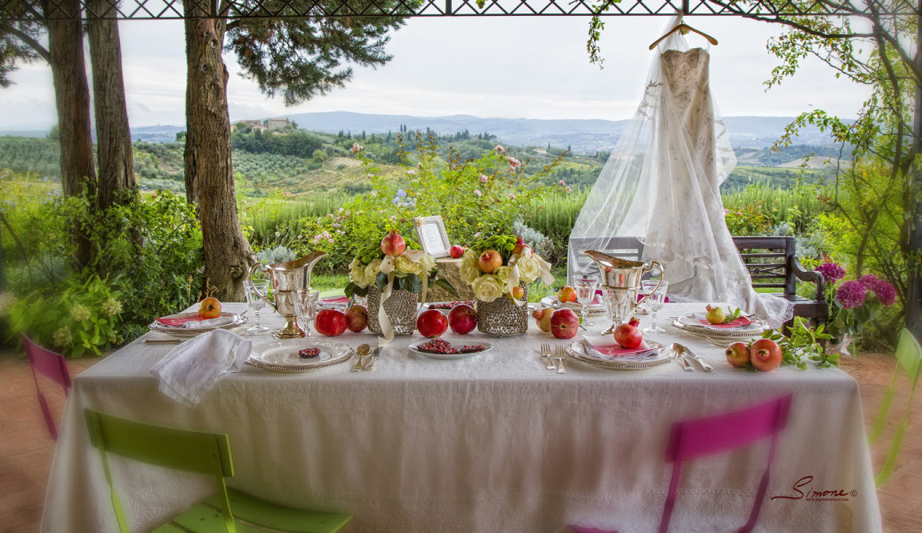 Styling a wedding in Tuscany with Pomegranates